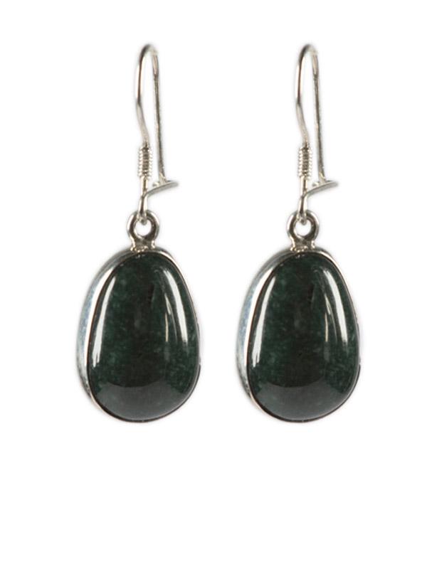 Simbolica donkergroene jade oorhangers zilver