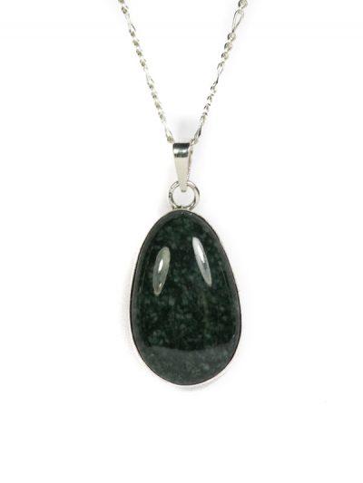 Simbolica donkergroene hanger van jade en zilver