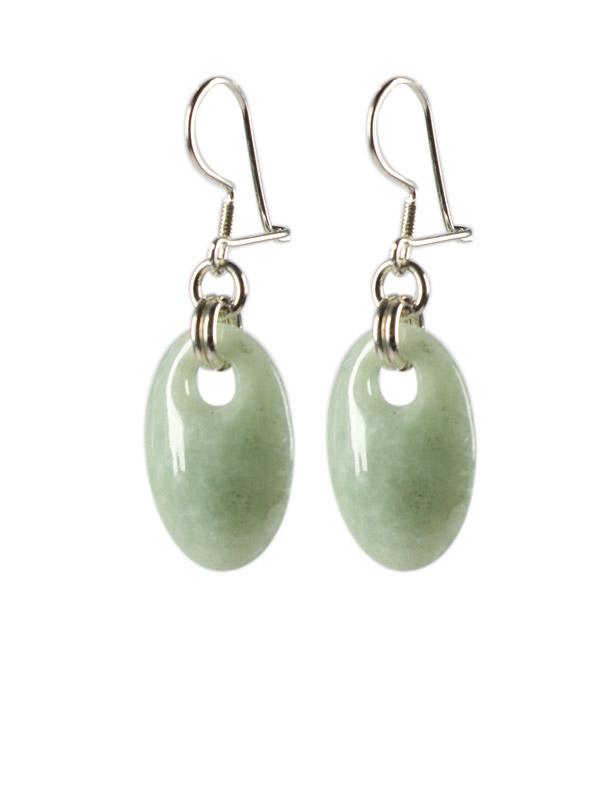 Simbolica lichtgroene oorhangers van jade verzilverd