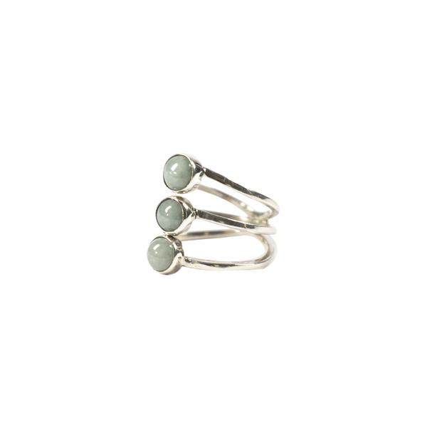 Simbolica lichtgroene jade ring met drie steentjes zilver