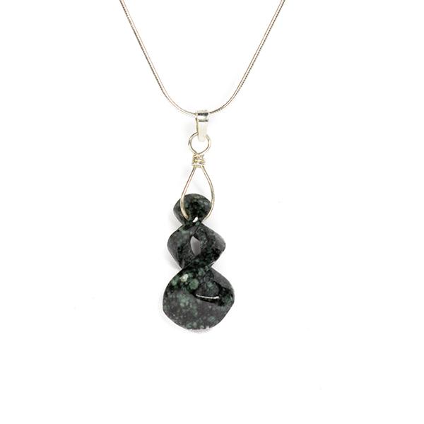Maori hanger donkergroene jade twist zilver