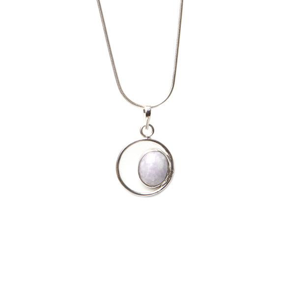Simbolica lila oog van jade en zilver