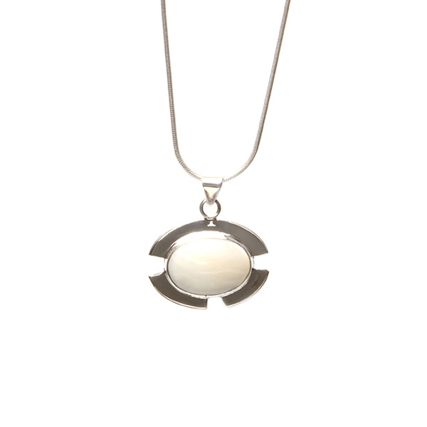 Simbolica maansteen hanger van zilver aan zilveren ketting