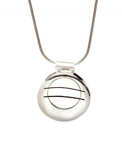 Simbolica hanger vergeving symbool aan zilveren ketting